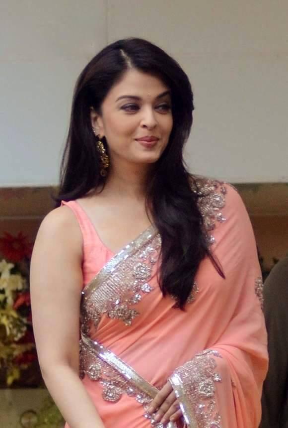 Aishwarya Rai Bachchan Is Looking Sexy