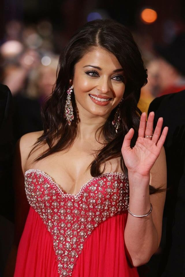 Aishwarya Rai Bachchan Still Looks Sexy After Getting Married And Having A Daughter Looking Hot In Red Dress